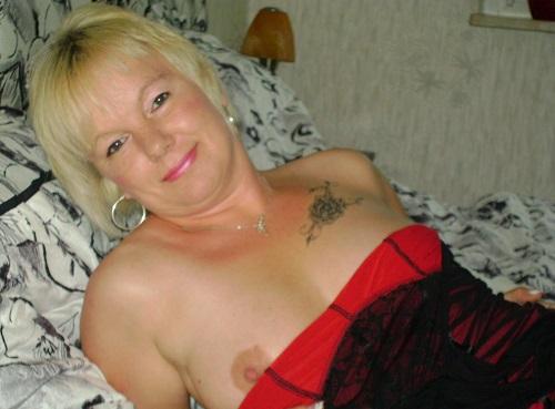 Femme mûre pour plan cam en soirée